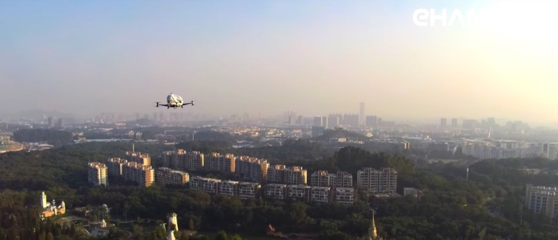 Ehang 184 無人機在高空試飛的畫面。