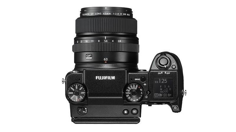 Fujifilm GFX 50S 機頂的介面布局。