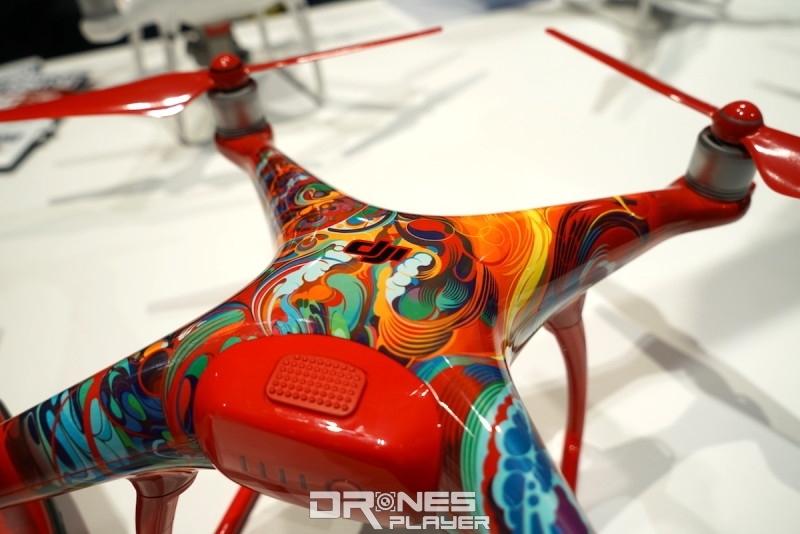 主機身的七彩圖案以鳳凰為設計靈感。