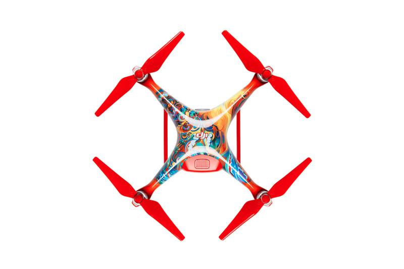 新年版 Phantom 4 以七彩鳳凰為主題,配搭鮮紅色槳翼和腳架,相當醒神。