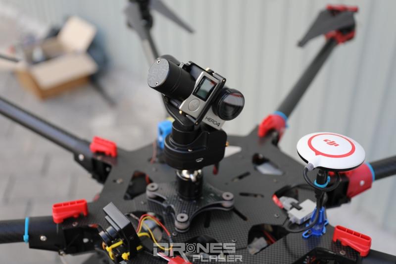 飛行平台頂部亦要加裝一部 GoPro 相機,用戶拍攝天空的景象。