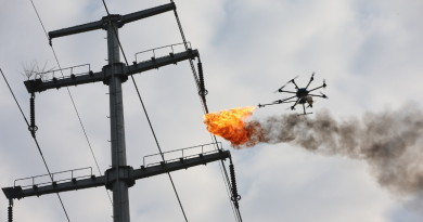 奇葩噴火無人機再出動!燃燒電纜垃圾成中國特色?
