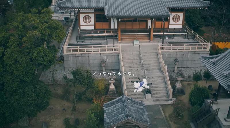 雪丸無人機從空中飛越寺廟的場面,頗具氣勢!
