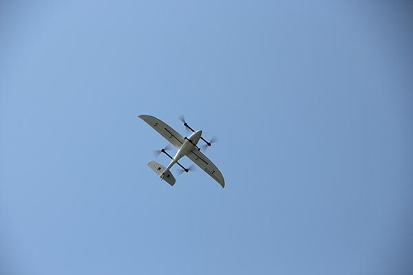 智航 V330 無人機配備「傾轉旋翼技術」,即旋翼能在垂直和水平之間切換擺向。