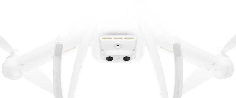 小米無人機 4K 版機底具備光流感應器和視覺感應器,即使在室內環境都做到定點懸停。