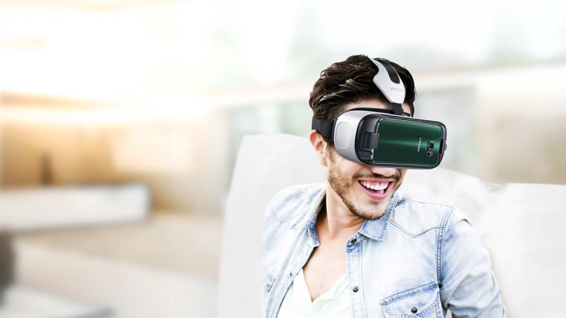 三星 Gear VR 遙控器的出現,彌補了 Gear VR 眼鏡操作上的不足。