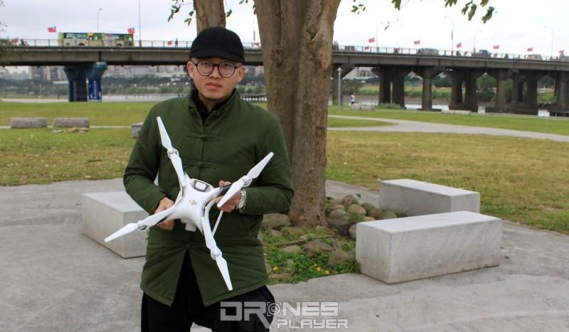 休伯特認為,環繞飛行練習有助提升空拍飛行技巧。