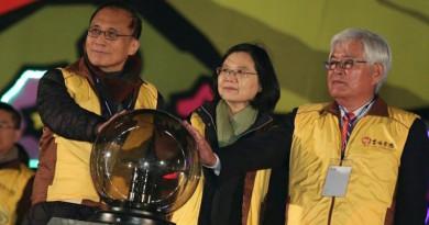 台灣燈會總統蔡英文在場 縣警證實曾有空拍機闖入•墜落