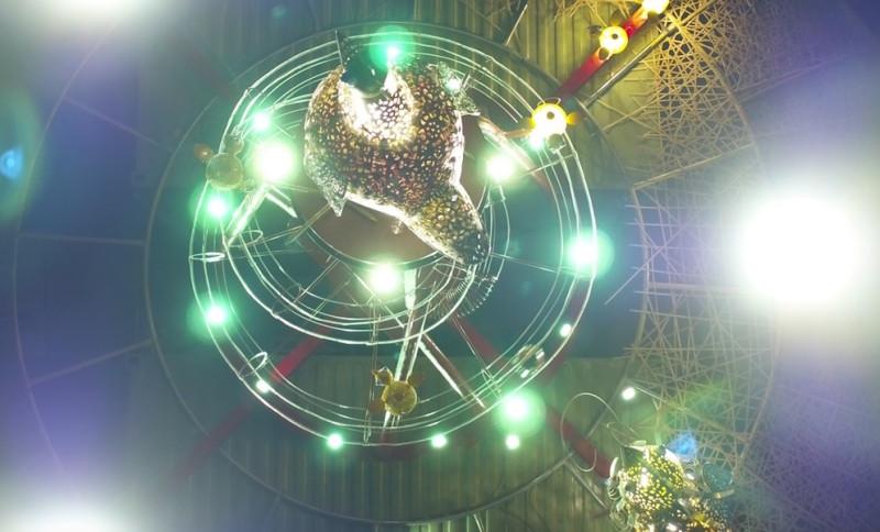 台灣燈會展出大量配搭燈光投射的藝術品。(截圖自 YouTube/台灣土雞王凱馨)