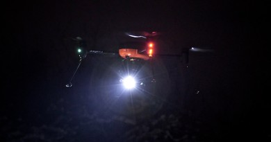 Draganfly 無人機搭載 2000 流明 LED 燈 黑夜搜救失踪者