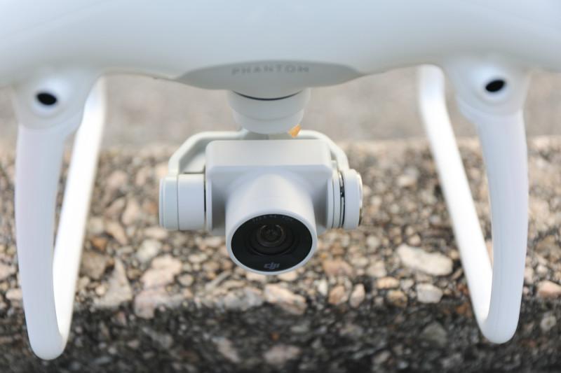 Phantom 4 的雲台相機相對較薄。