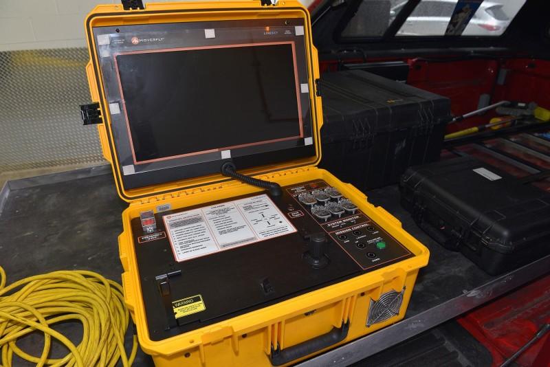 FDNY 空拍機所用的地面控制器體積不小。