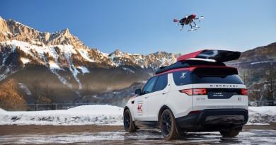 Land Rover Discovery 休旅車搭配無人機 空拍助紅十字會搜救任務