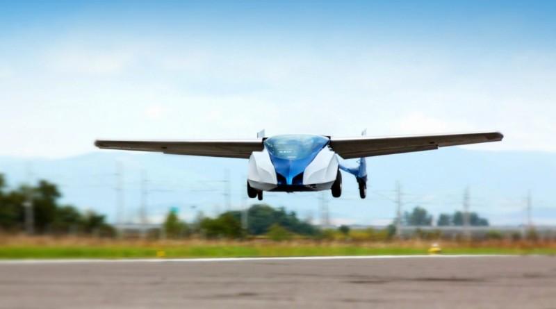 AeroMobil 3.0 在空中滑翔飛行的姿態。