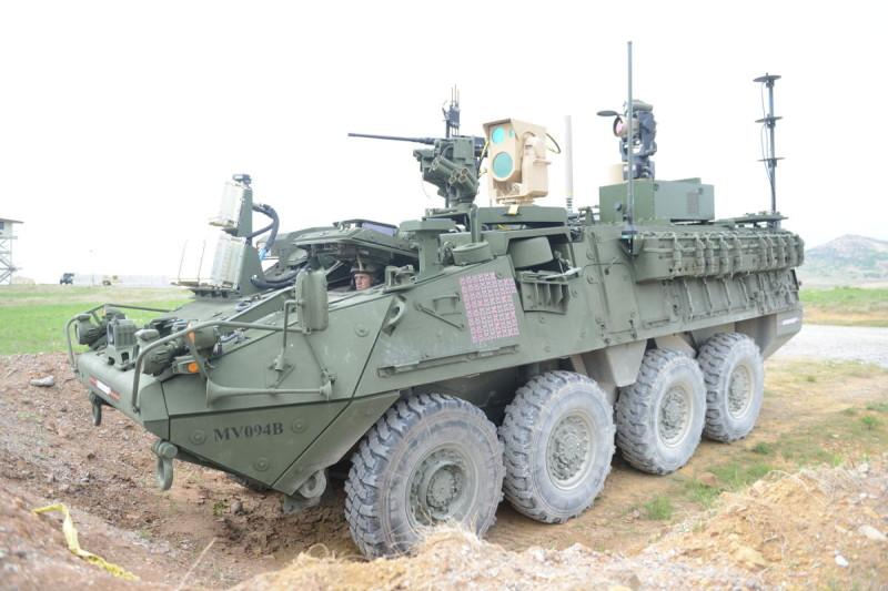 流動高能量雷射(MEHEL)於 Stryker 裝甲車上,在 MFIX 2017(C. Todd Lopez 攝)