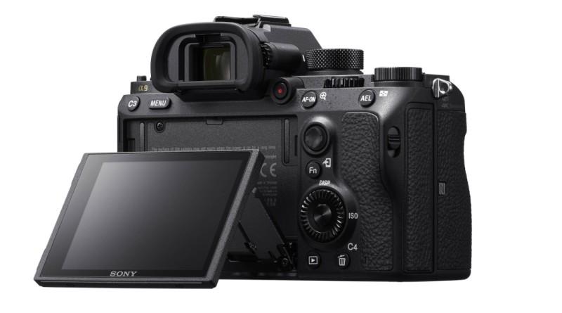 Sony A9 機背的可翻轉式預覽屏幕追加觸控功能,令拍攝操作變得更簡便。