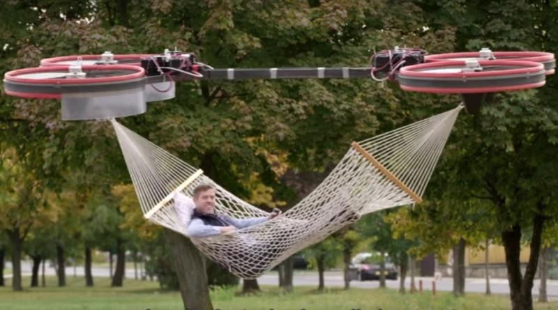 早在 2016 年 10 月,已有保險公司出動掛著吊床的無人機來拍攝廣告。