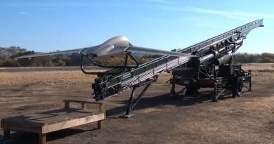 Lockheed Fury 無人機彈射起飛•墮網降落 15 小時續航偵察敵情