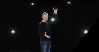 集群無人機變身飛行小精靈 與魔術師互動迸發演技火花