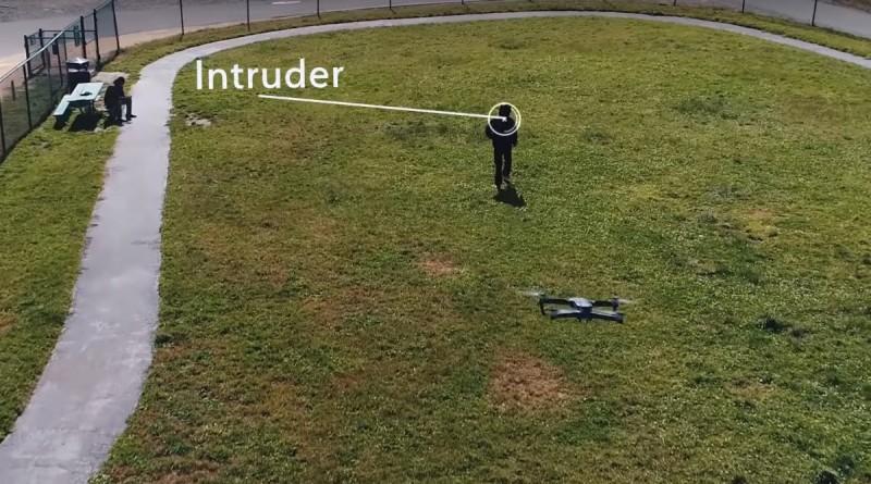 OTSAW Robotics O-R3 機器人可派出無人機從空中追踪可疑人物。