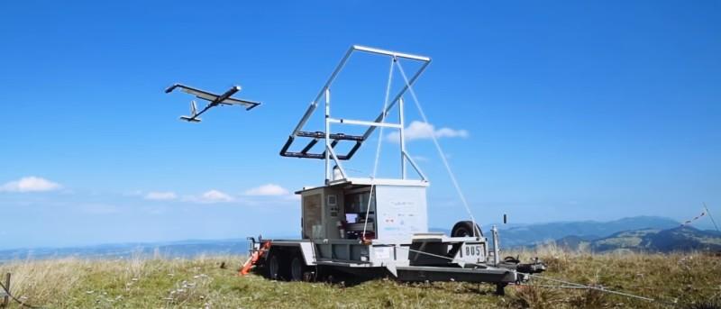TwingTec TT100 無人機脫離承托支架後,便會乘風徐徐起飛。