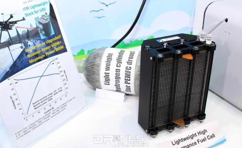 DronesPlayer 記者在工研院展位上找到輕量高功率的新型PEMFC燃料電堆。