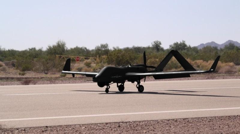 Textron Nightwarden 無人機機身採用全黑色主調和流麗外形,並使用降噪的水冷旋轉式引擎,令飛行時無聲無息。