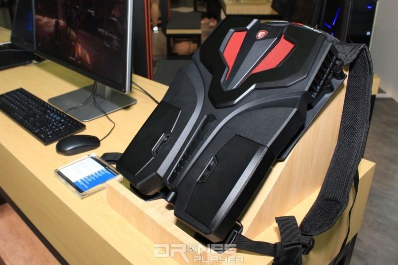 MSI 在 Computex 2017 上展出的 MSI VR One 背包電腦,已比 Computex 2016 發表的纖薄得多。