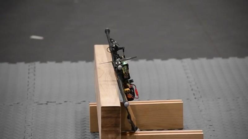 美軍研究實驗室 Steve Nogar 博士 - 垂直升降、水平飛行無人機 - 降落