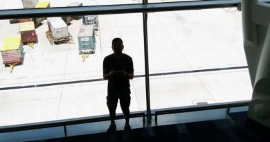 港男機場候機室航拍被捕,他玩無人機犯了哪條罪名?
