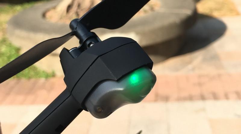 機身四邊設 LED 燈號。