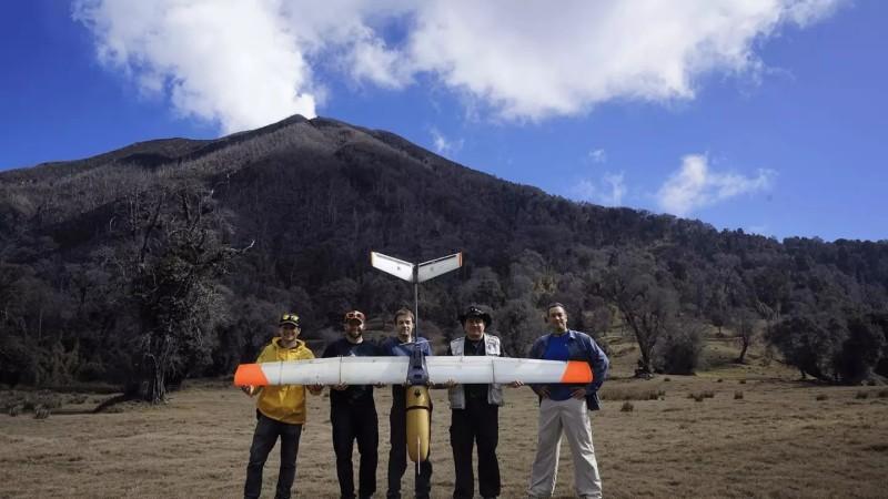 BTS 接受隸屬 NASA 的噴射推進實驗室委託,與火山專家到哥斯達黎加活火山附近的森林樹冠層量度火山氣體的濃度。