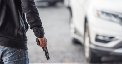 女子車內舉槍圖自殺 無人機助警掌握最佳行動時間